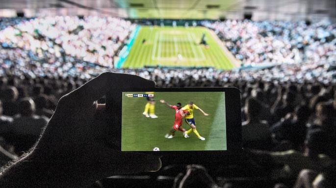 Wimbledon relaxes mobile phone rule